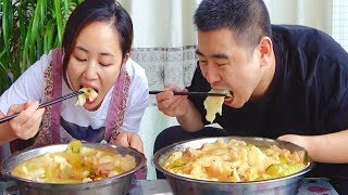 """1 piece of bacon 1kg noodles, wife """"personally"""" to make bacon noodles, 1 person 1 pot!"""