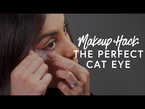 A Hack For The Perfect Cat Eye - Makeup Minute | The Zoe Report By Rachel Zoe