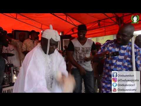 Nigerian Oba Dances To Alh Sefiu Alao's Song
