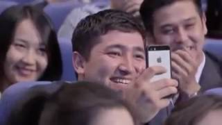 Нурсултан Назарбаев играет в карты