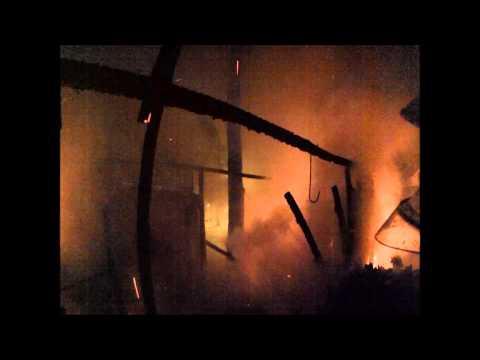 Incêndio em barracão de construção, madrugada de 20-04-2015