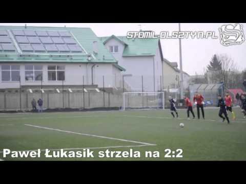 Paweł Łukasik strzela bramkę z rzutu karnego w meczu Stomil Olsztyn - Legionovia Legionowo