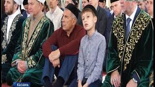 Рустам Минниханов принял участие в праздничном богослужении в Галеевской мечети Казани