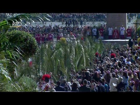 Bénédiction et Messe des Rameaux et de la Passion célébrée par le Pape François
