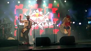 The Ting Tings - Hit me down Sonny (Live in Las Vegas@Red Bull Soundclash) 2011
