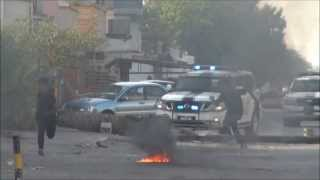 preview picture of video 'البحرين : مركبات النظام تحاول دهس المتظاهرين - بلدة سار 20/6/2013'