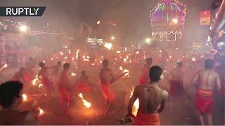 Перестрелка пальмовыми ветвями: индийцы воздали честь супруге Шивы