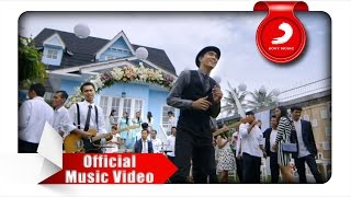 Gambar cover Sheila On 7 - Lapang Dada (Official Music Video)