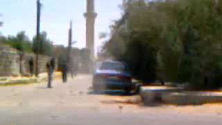 preview picture of video '20110729 - Daraa - Bosra Al Sham - Soldiers running into a street while gunfiring randomly'