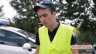 Водитель и полиция на весовом комплексе под Николаевом