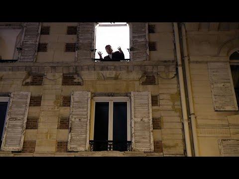 Γαλλία: Τραγούδησε τον εθνικό ύμνο των ΗΠΑ λόγω της νίκης Μπάιντεν…