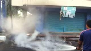 preview picture of video 'Bapak dan Anak Terbakar Akibat Sengatan Kabel Listrik yang Terputus'
