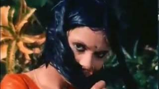 Zeenat Aman wet in saree in Roti, Kapda Aur Makaan