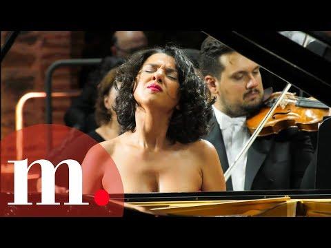 הפסנתרנית חטיה בוניאטישווילי במופע מדהים בניצוחו של זובין מהטה