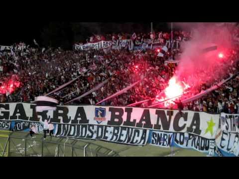 """""""Salta la Garra Blanca descontroladaaaaaaaaaaaaaaa!!!!!!!!!!!!!!!!!!!!!!"""" Barra: Garra Blanca • Club: Colo-Colo • País: Chile"""