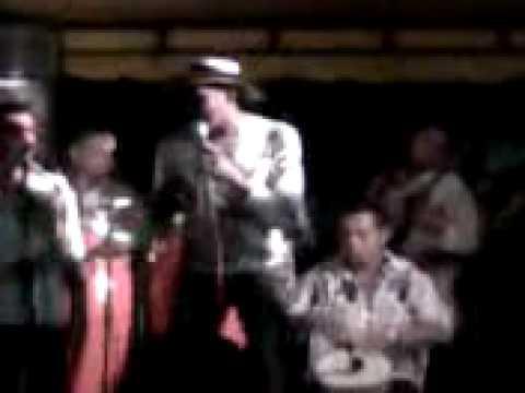 El Mosquito - En Arjona Farid Ortiz, Anuar Garcia