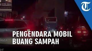 Viral Video Pengendara Mobil Buang Sampah di Jalan, Emosi saat Ada yang Lempar Lagi Plastik ke Dalam