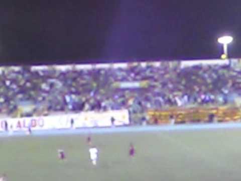 """""""ATLÉTICO GRAU DE PIURA 1 Universitario de Deportes 1 -2011 SENTIMIENTO ALBO"""" Barra: Sentimiento Albo • Club: Atlético Grau"""