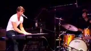 "Jon McLaughlin - ""People"" live"