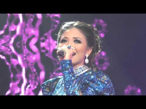 Video klip lagu: Rita Sugiarto - Dua Kursi | Koleksi Trailer