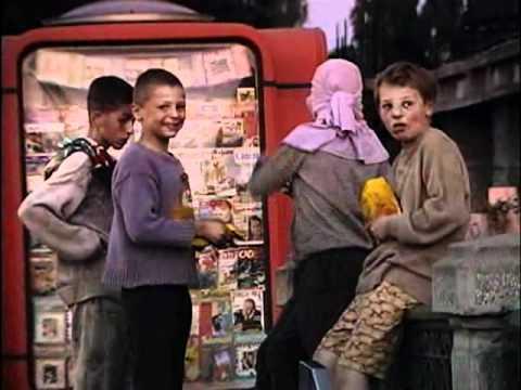 Kinderen die in metrostations leven. (1.47.54)
