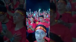 khoảnh khắc ấn tượng CĐV hát quốc ca cùng ĐT Việt nam.