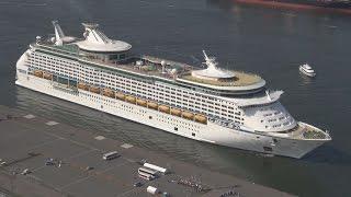 巨大客船、貨物岸壁に接岸 名古屋港の橋くぐれず