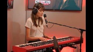 """Charlotte Cardin Interprète """"Double Shifts"""" Et Une Reprise Dans #LeDriveRTL2 (19112018)"""