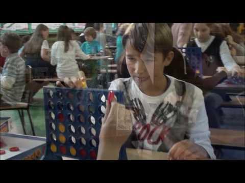 Manekin Challenge z planszówkami w tle