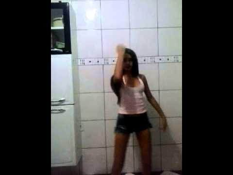 menina dancando o show das poderosas