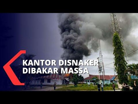 protes hasil tes cpns kantor disnaker dibakar