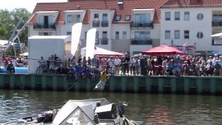 preview picture of video 'Fischerfest Greifswald/Wieck 2013, Ryckhangeln'