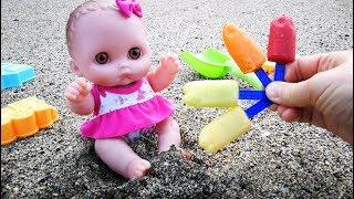 Куклы Пупсики Пробуем Ледяное Мороженое На Море Кушаем Играем в Песочек Мультик Для детей
