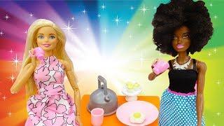 Видео для детей: утро куклы Барби и Кары. Одевалки