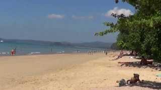 Туристка на пляже Таиланда показывает задницу!