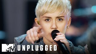 """Miley Cyrus Performs """"Wrecking Ball"""" 