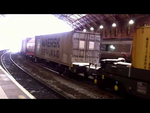 Freightliner 66595 crawls through Bristol Temple Meads with …