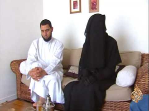 مذهلة جداً : أخت فرنسية معتزة بحجابها !!