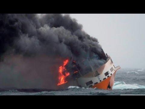العرب اليوم - شاهد: غرق سفينة شحن إيطالية تحمل مواد خطيرة قُرب السواحل الفرنسية