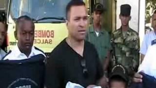 preview picture of video 'Calle55.com - Sr. Luis Almanzar realiza donación a cuerpo de bomberos Salcedo'