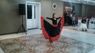 Я танцую испанский танец!)))