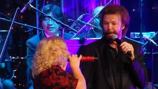 Kelly Clarkson and Ronnie Dunn - Baby It's Cold Outside  Nashville Dec 20 2014