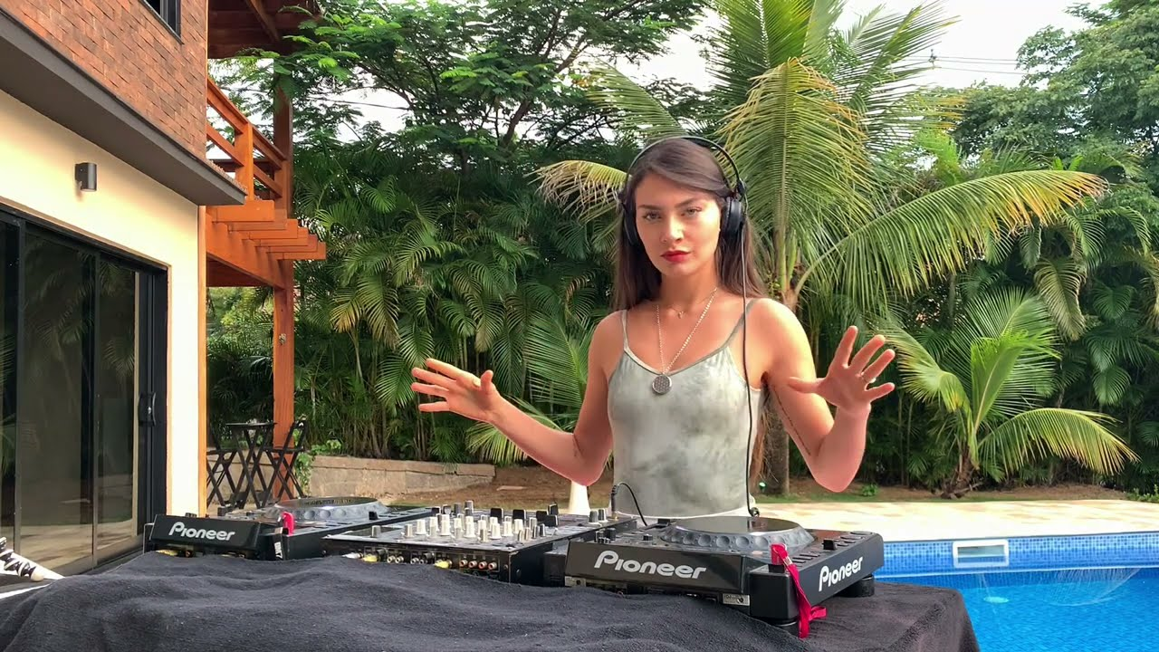 Fernanda Pistelli - Live @ Equinox Sessions for Techgnosis 2021