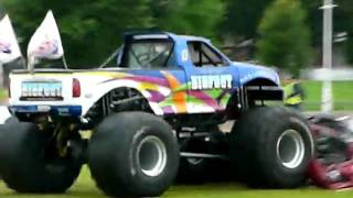 preview picture of video 'Bigfoot - Stoneleigh Park Country Festival 2009'