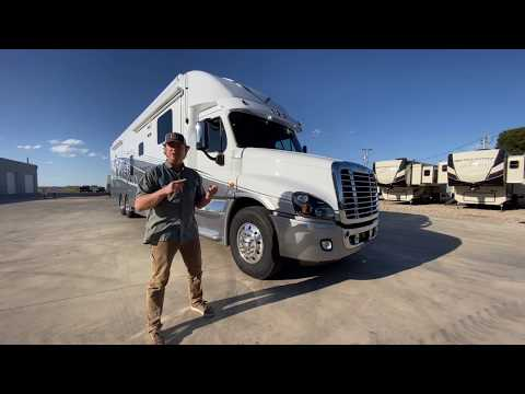 2020 Showhauler 35QQSSL in Wolfforth, Texas - Video 1