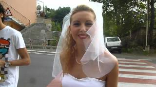 preview picture of video 'Belle ragazze in abito da Sposa : sfilata Festa dell'Uva a Mentana - Roma : video'
