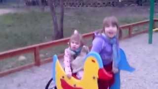 На детской горке в парке Комсомольцев