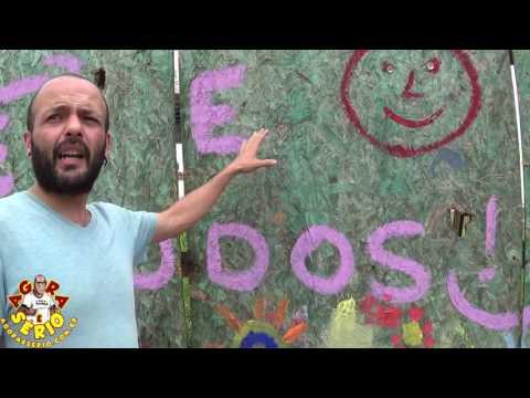Artistas protestam em forma de arte nos tapumes da Praça empacada do Pac