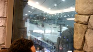 preview picture of video 'Skiing in Mall of the Emirates: Dubai Skiing Hall'
