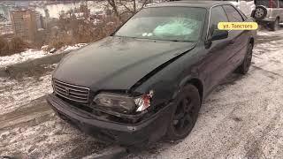 Под покровом ночи водитель разбил несколько припаркованных авто на Толстого
